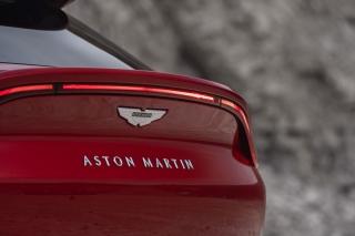 aston-martin-dbx-2020-05