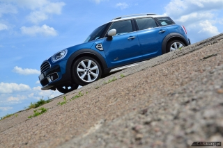 mini-countryman-cooper-d-all4-2017-14