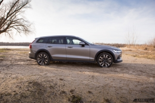 volvo-v60-cross-country-2019-03