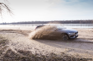 volvo-v60-cross-country-2019-13